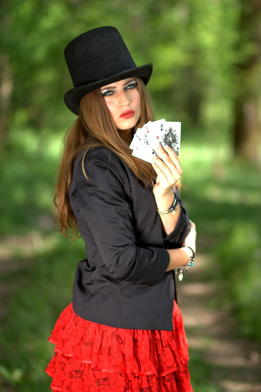 face, topper, playing cards-1339681.jpg